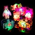 Luz hasta juguetes de dibujos animados de colores película de dibujos animados-reloj doraemon hello kitty led juguetes lindos de la novedad luminosa regalo de navidad que brilla intensamente