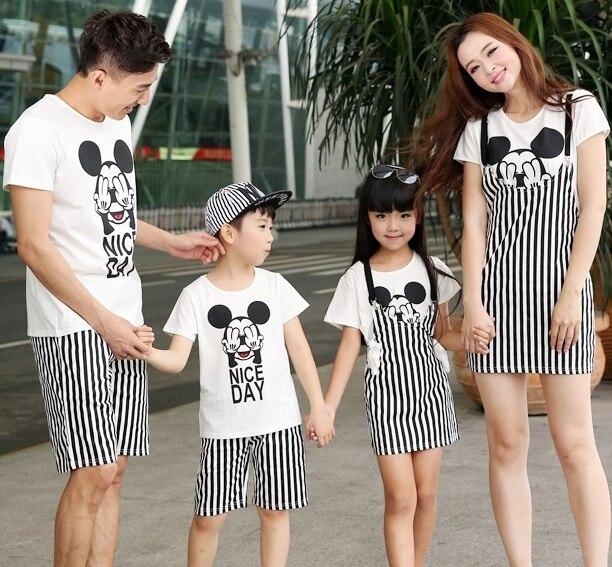 Бесплатная доставка лето семья наряды мультфильм полосатый микки семьи комплект майка + брюки устанавливает
