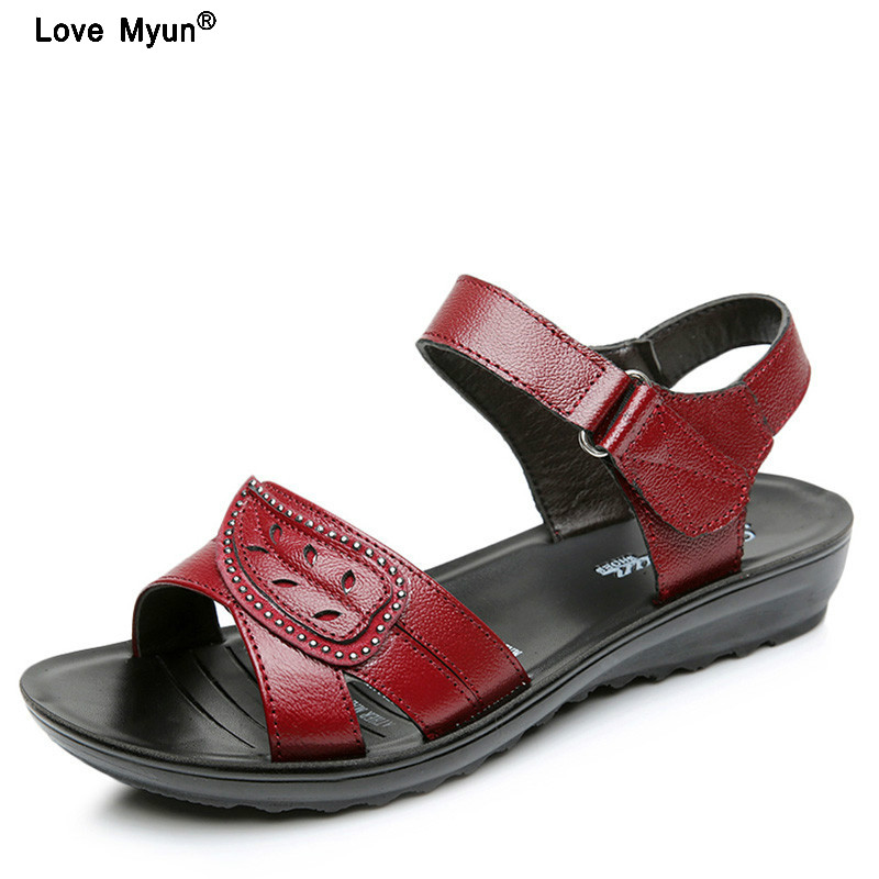 summer new fashion Woman sandals mother large size Flat leather Sandals slip comfort elderly Soft bottom sandals timetang mother sandals soft leather large size flat sandals summer casual comfortable non slip in the elderly women s shoes