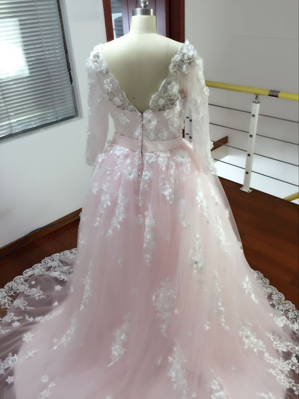 Modern 2017 Newest Real Ball Gowns Fairy Wedding Dresses V Neck Sweeptrain Floral Appliques Backless Custom Wedding Dresses Fromweddings 2017 Newest Real Ball Gowns Fairy Wedding Dresses V Neck