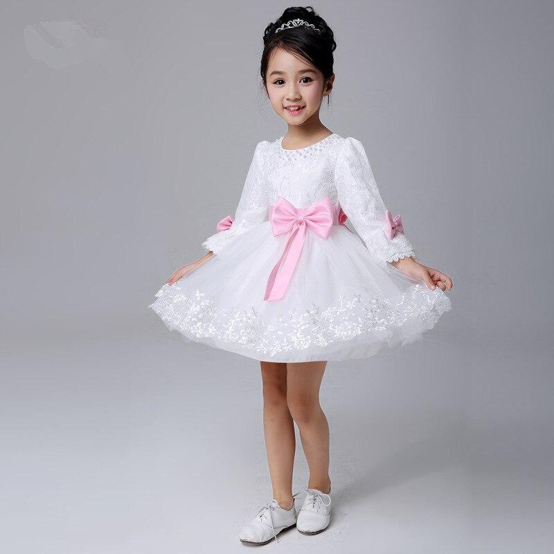 Белое платье с розовым бантом