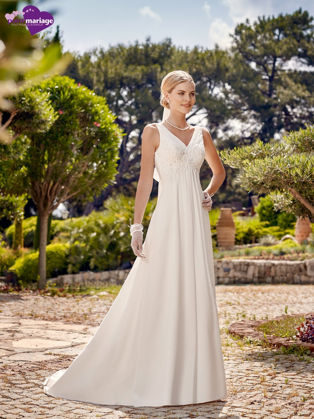 Simple chiffon beach reception wedding dresses 2016 v neck for Simple wedding dress for outdoor wedding