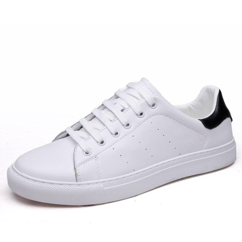 Nuovo studente pattini del bordo degli uomini respirabili di scarpe bianche paio di modelli di tendenza degli uomini e delle donne di scarpe