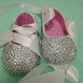 O envio gratuito de fita de prata de strass Cristal sapatos feitos à mão Do Bebê Da Menina de Bling Bling Do diamante macio Primeira Walkers sapatos de batismo
