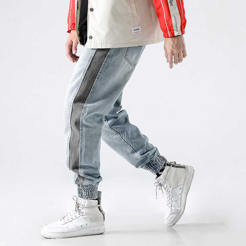 2018 High Street Fashion Men Jeans Light Blue White Wash Stripe Spliced Tapered Pants Punk Style Jogger Pants Hip Hop Jeans Men
