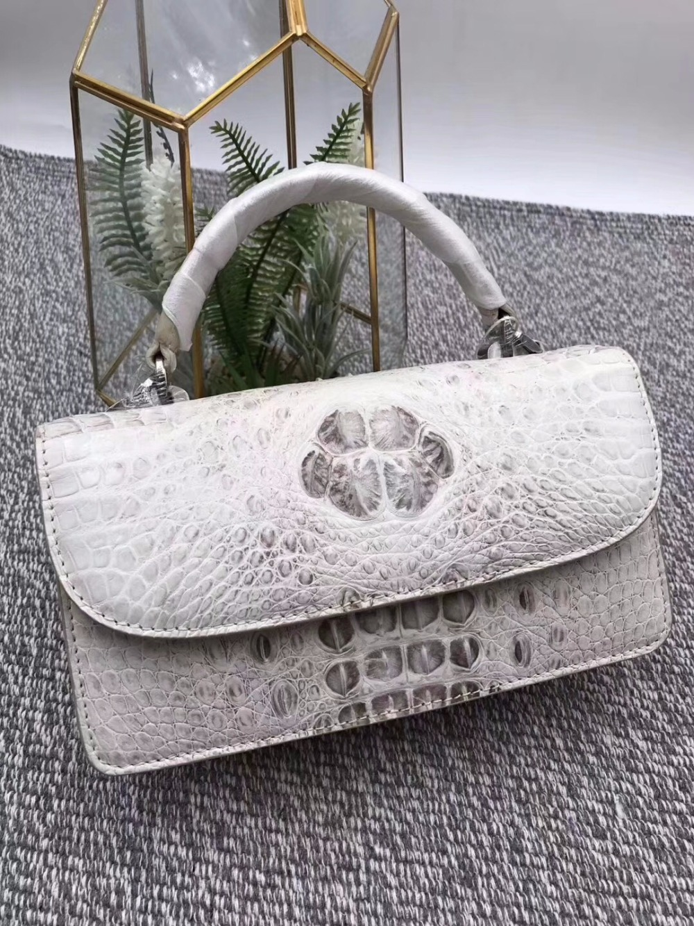 купить Fashion Designer Genuine Crocodile Leather Women's Small White Handbag Purse Alligator Skin Ladies Female Mini Flap Shoulder Bag по цене 22843.69 рублей