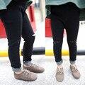 Meninos Buraco calças de Brim Do Bebê Meninas Meninos Calças Jeans Crianças Jeans preto Calças Para meninos 2016 Roupas de Algodão 2-7 anos 90-120 cm