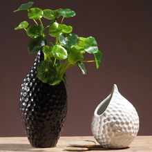 Black/white Ceramic vase Creative ornaments Vase with flower vases crafts tabletop flowerpot wedding home decoration gifts europe creative ceramic vase black white tabletop vases modern fashion vase flower pot home decor crafts wedding decoration