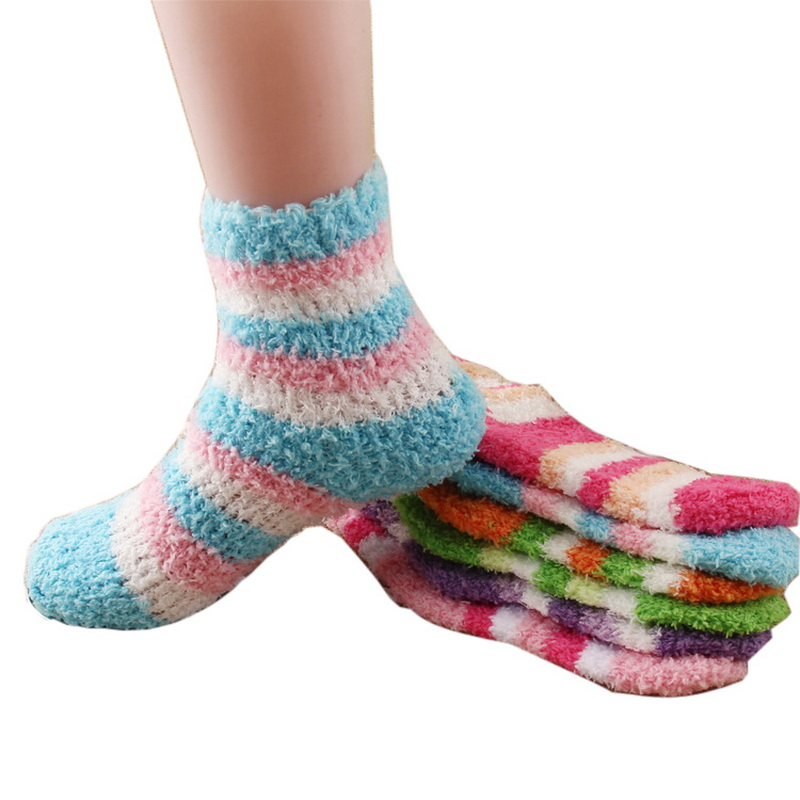 Kids Ski & Snowboard Socks There are different types of ski, snowboard or winter socks for infants, toddlers, to teens for every winter sport and activity. As a matter of fact, snowboarders and skiers can be quite particular about the right pair of winter socks.