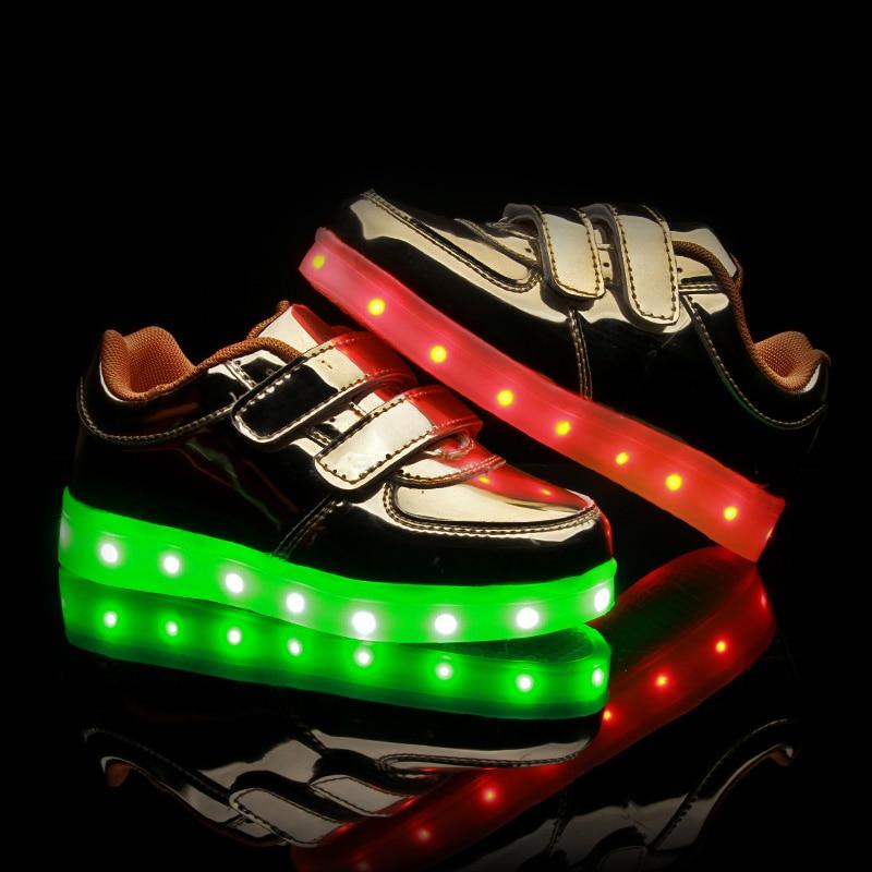 ՆՈՐ 2017 մանկական կոշիկներ Նորաձևություն տղաներ և աղջիկներ Մանկական սպորտային կոշիկներ 7 գունավոր LED լույսերով USB վերալիցքավորվող լյումինեսցենտ մանկական կոշիկներով
