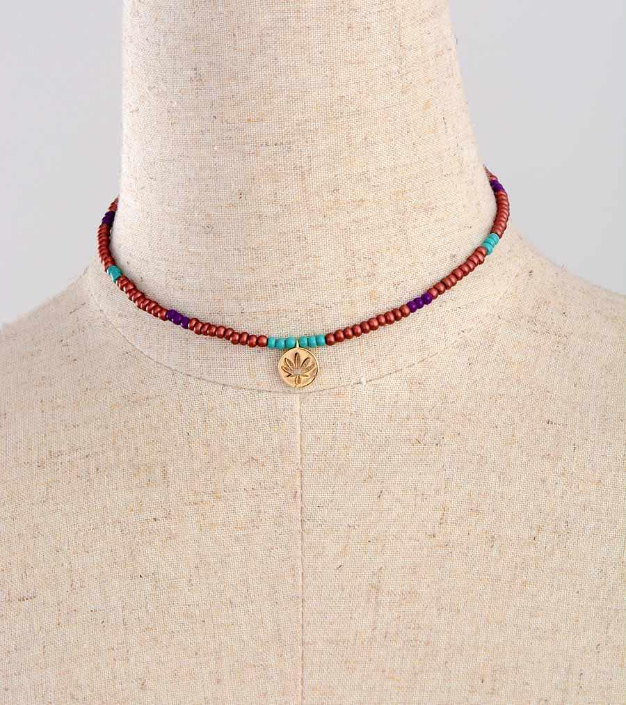 女性チョーカープレミアムシードビーズゴールドカラーチャームネックレスビーズ細工シックなネックレスジュエリートルク範囲ネックレスギフト
