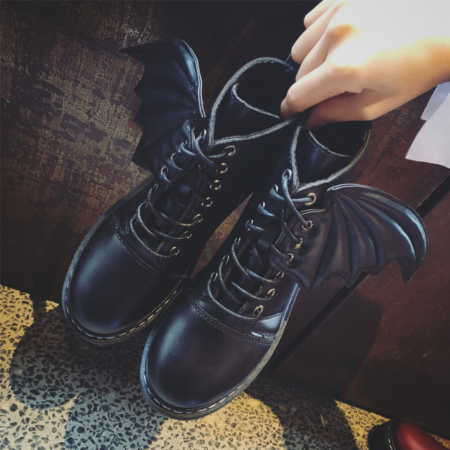 2017 Autumn breathable wing fly Women Motorcycle Boots Roud Toe Lace Up Side Ladies Martin Boots no slipony Thick Bottom