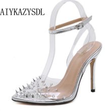 AIYKAZYSDL/женские пикантные прозрачные босоножки из пвх; туфли-лодочки с заклепками и шипами на высоком каблуке; прозрачные туфли на шпильке с ремешком на лодыжке; модная обувь года