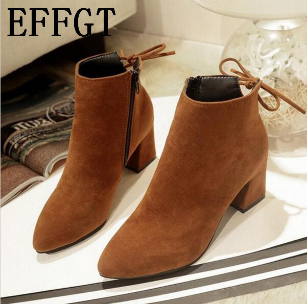 Effgt Новинка 2017 года толстый высокий каблук Для женщин Сапоги и ботинки для девочек модная обувь из флока на высоком каблуке ботильоны на платформе Кружево осенние женские Обувь Z602