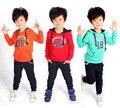 Bebê menino roupas 2016 meninos Primavera Carta ternos Do Esporte conjunto Casaco + Calças do bebê (Dois Conjuntos de Peças)