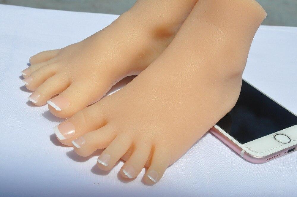 Les petits pieds de un trois ans fille, pieds Fétiche Peau bronzée Silicone Jouets Mannequin Pied Positionnement avec phalanges