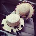 2016 de Corea Del Negro Pompón Bombilla Techo Plano Seaside Beach Protector Solar Sombrero de Paja Sombrero Para El Sol Para las mujeres Sombrilla de Paja Sombreros de Arena