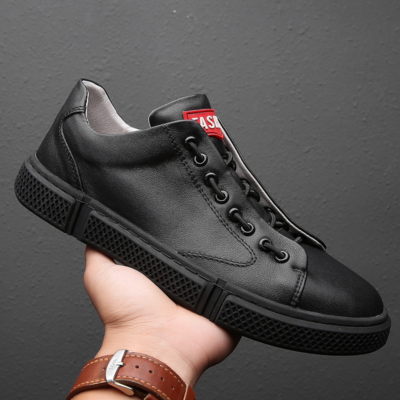 Men Casual Genuine Leather Skateboarding Shoes Sneakers High Quality flat Shoes lightweight Comfortable Black And white Shoes in Skateboarding from Sports Entertainment