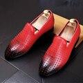 Masculino dedo apontado sapatos Casuais sapatos Da Moda Rebites Slip-On Apartamentos Homens de couro Genuíno Mocassins Condução shoes 022