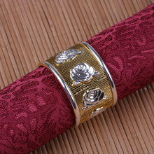цена 10PCS alloy napkin ring rose napkin buckle gold / silver / gold and silver hotel soft decoration company model room mouth cloth онлайн в 2017 году