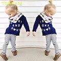 2 pçs/set 2015 roupa Das Meninas Do Bebê Conjunto Roupa Da Menina Crianças Moda Terno Crianças Carta Imprimir Top T Shirt + Listrado calças Leggings