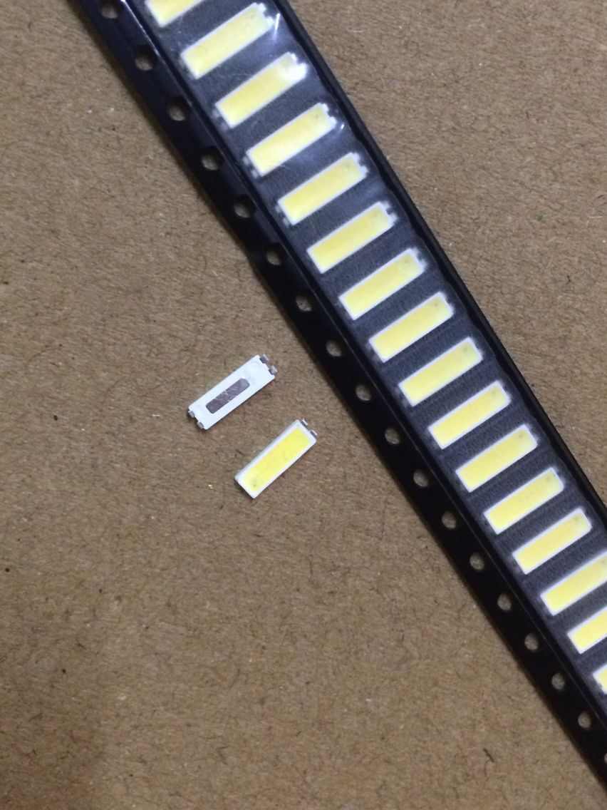 100PCS/Lot 7020 SMD LED Beads  3v 0.5W 150mA Cool white 10000-13000K For TV Backlight