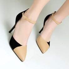 Wanita sepatu dengan Tumit
