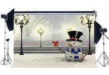 Fondo de fotografía Feliz Navidad muñeco de nieve bosque rústico nieve cubierto paisaje luces de tráfico fondo
