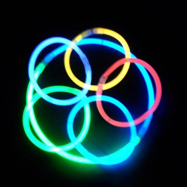 100pcs Premium Glow Sticks Bracelets Neon Light Glowing Party Favors Rally Raves Jan9