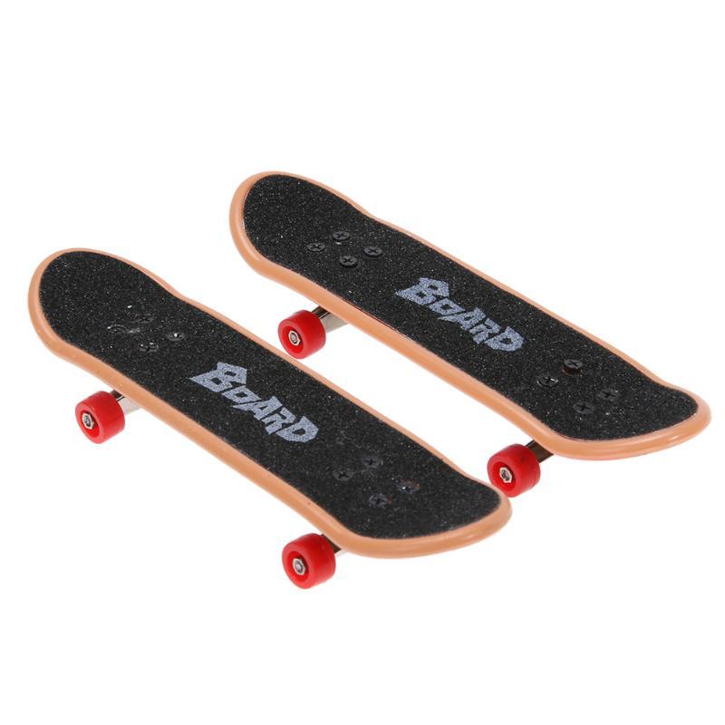 2pcs Plastic Mini Finger Skateboarding Fingerboard Toys Finger Skate Boarding Classic Game Boys Desk Toys Mini Tools