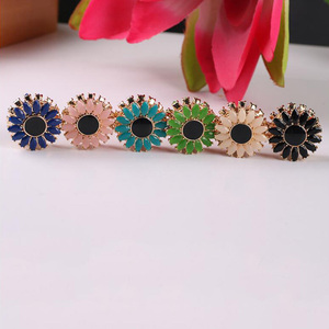 Image 3 - WEIYU 12pcs Strong Magnet Brooch Muslim Headscarf Abaya Khimar Magnetic Hijab Scarf Magnet Pin Sun Flower Brooches Pin Jewelry
