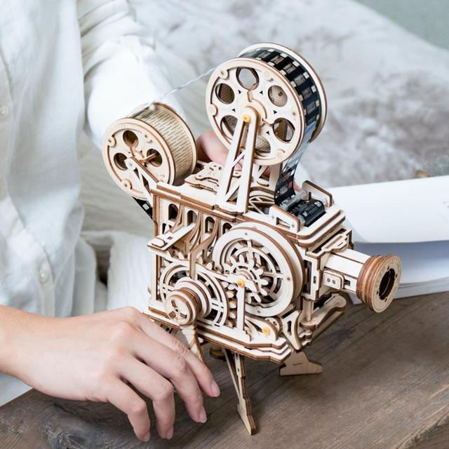 Robotime 3D Hand Crank Film Projector Vitascope Wooden Model for Kids