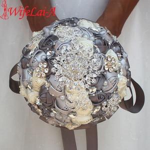 Image 1 - Diamante fita de seda strass rosa flores artificiais casamento nupcial bouquet cristal pérolas dama de honra prata bouquets PL001 D