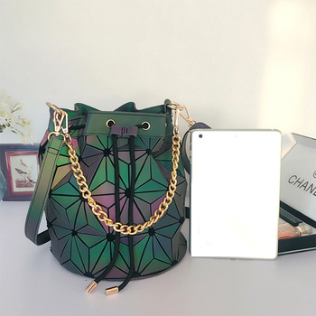 New Luminous Women Drawstring Bucket Bags Geometry Plaid Shoulder Bags Folding Chains Handbag Diamond Casual Tote Bucket Bag