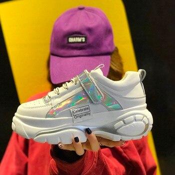 1beae1833 Обувь на платформе; женские белые кроссовки; коллекция 2019 года; сезон  весна; Новинка; Harajuku; кроссовки на массивном каблуке; Повседневная обув.