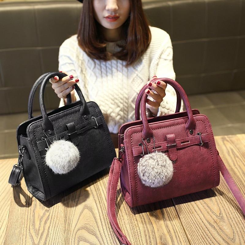 Envío gratuito, 2018 nuevos bolsos de moda de mujer, bolso de mensajero de tendencia, bolso de mujer de versión coreana, Bola de pelo de ocio adornos solapa.