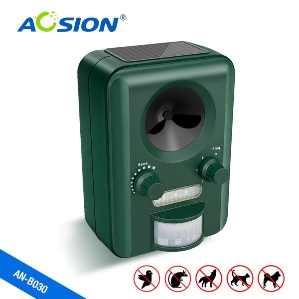 Free shipping Aosion Outdoor Use Solar ultrasonic dog cat repeller animal chaser Battery Operated with battery rechargeable