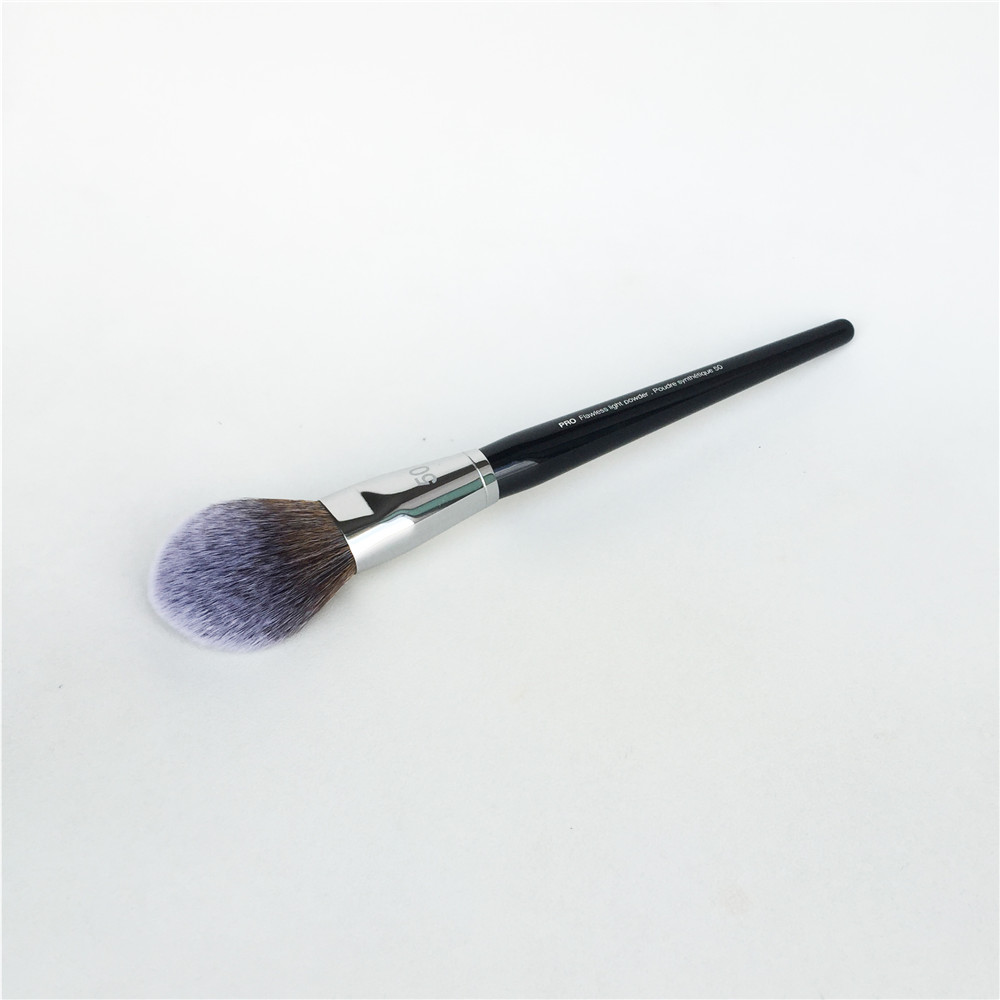 Sephora PRO Flawless Light Powder Brush #50 _ 3