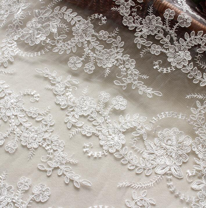 3 metros 2016 de gama alta lentejuelas Jacquard encaje tela Material nuevo bordado encaje tela de encaje de ajuste blanco para boda vestido-in encaje from Hogar y Mascotas    1