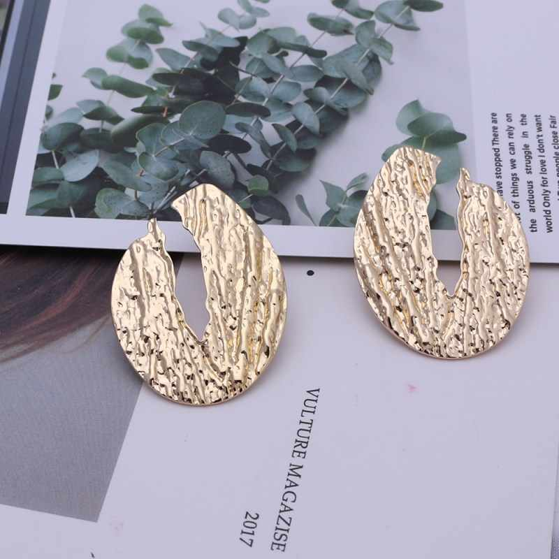 Novel Handmade Leaves Plant Wholesale Punk Earrings Gold Color Statement Earrings Low Price Ear Accessories Round Jewelry