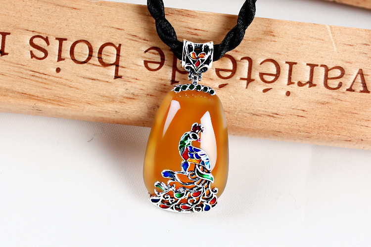 Thai silver cord Topaz agate jewelry pendant pendant female Cloisonne peacock sweater chain 925 Silver 925 silver green yellow chalcedony agate pendant buckle female sweater chain large round jade pendant