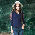 2017 Otoño Nueva Llegada Azul Marino de Gran Tamaño Ocio Ropa mujeres de La Manera Bordado de Malla de Manga Larga Camiseta de Algodón V cuello