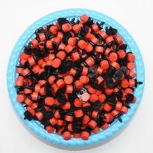 500 pcs 8 구멍 빨간색 조정 가능한 흐름 도저 마이크로 노즐 도저 에미 터 물방울 관개 스프링클러 노즐 정원 급수