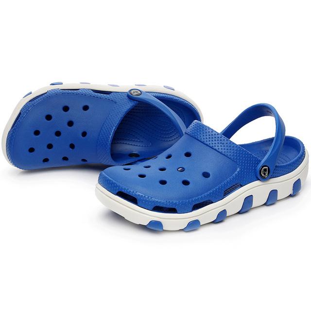 2017 nuevos hombres zuecos sandalias cut-outs agujeros zapatillas de playa jardín zapatos frescos del verano tamaño 40-44