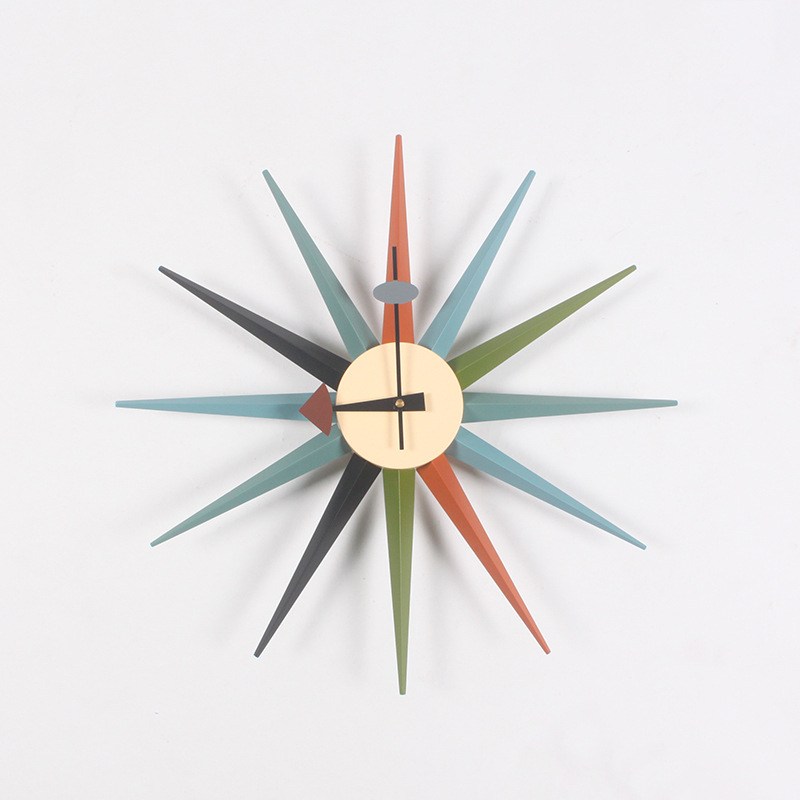 שעון קיר מצפן זרועות צבעוני בגווני אדום כחול וירוק