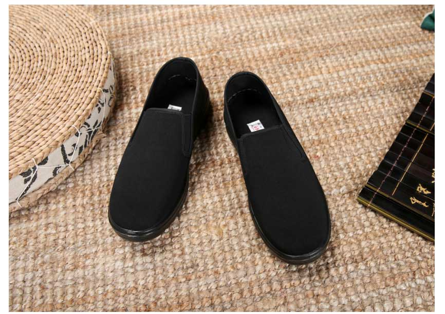 35a217780f5 Spring Black Cotton Cloth Shoes Loafers Mens Footwear Casual Sneaker Dad  Shoes Mens Slip On Shoes Work Light Male Kung Fu Shoes em Calçados Casuais  Dos ...