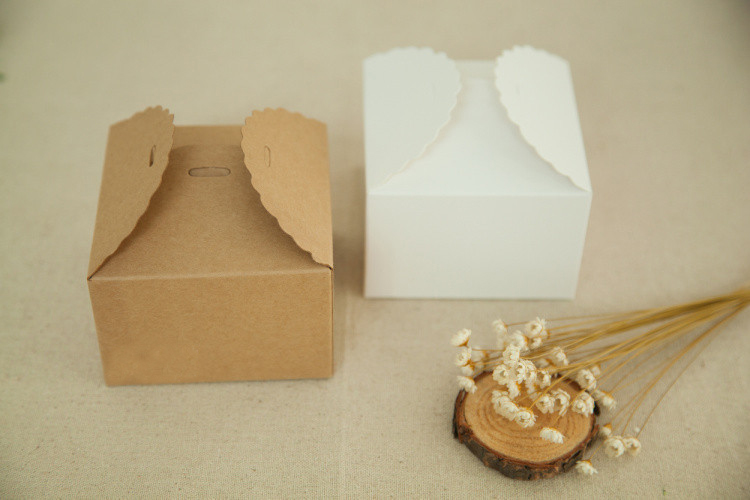 100pcs 9 9 6cm White brown kraft Paper Box for candy food wedding jewelry gift box