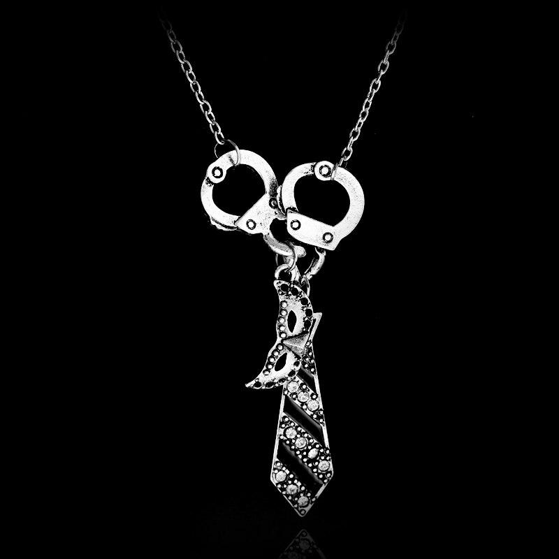 collier pendentif menotte et cravate argenté inspiré de 50 nuance de Grey