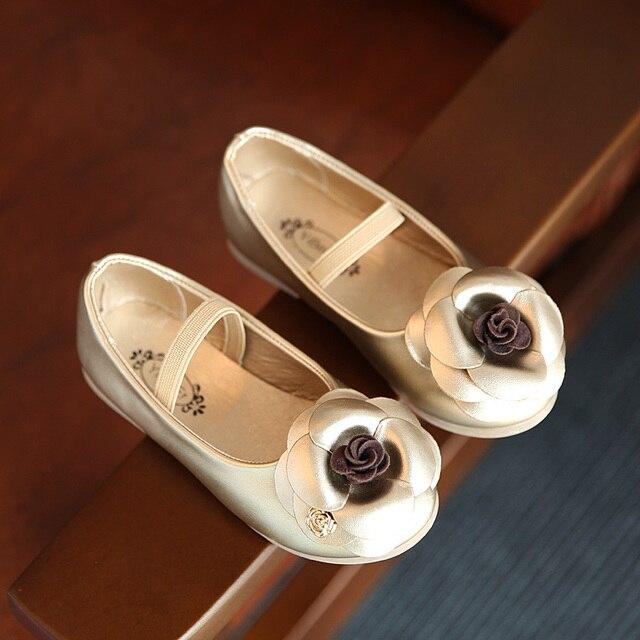 3 цвета дети обувь для девочек 2016 новая весна камелии моды одиночные обувь девочек принцесса кожаные ботинки с большой бабочкой
