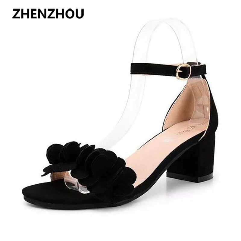 Female 2017 summer sandals new han edition sweet flowers low heel shoes buckle peep-toe thick with a word in with sandals  han edition diamond thick bottom female sandals 2017 new summer peep toe fashion sandals prevent slippery outside wear female